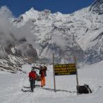 Туристический поход в Горы Мира. Пеший поход в Горы Мира. Анапурна базовый лагерь. Треккинг в Непал