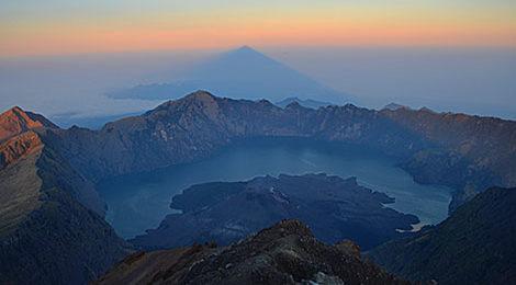 Вулканы Индонезии. Индонезия. Треккинг в Индонезии. Бромо. Иджен. Ринджани. Агунг.Батур. Симеру (Махамеру)