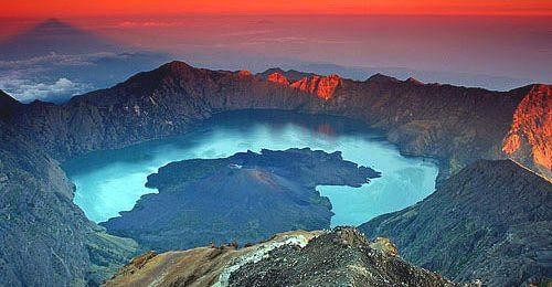 Поход по инденезии. Вулканы Индонезии и остров Комодо. Пеший поход в Горы Мира - активный отдых для всех, кто хочет отправиться в туристический поход, располагая любым уровнем физической подготовки и навыками.